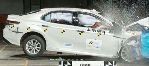Hasil Uji Tabrak Toyota Camry Edisi Terbaru